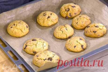 Арахисовое печенье с шоколадными каплями . Ингредиенты: мука, яйца куриные, шоколад черный горький