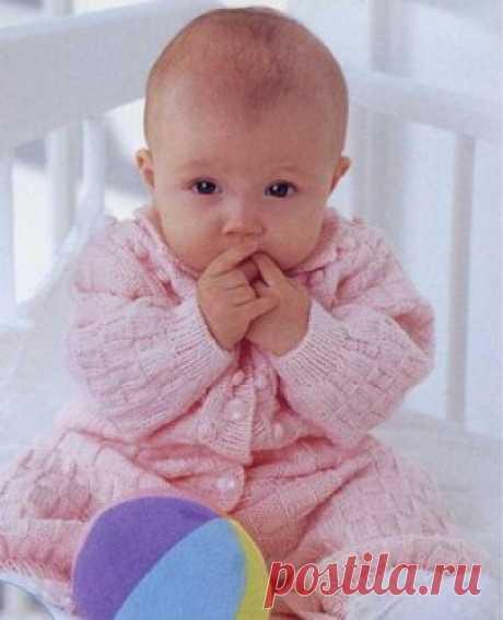 Комбинезон для новорожденных спицами шахматной вязкой - Колибри Что может быть практичнее вязаного комбинезона для вашего малыша? Самые маленькие все время норовят