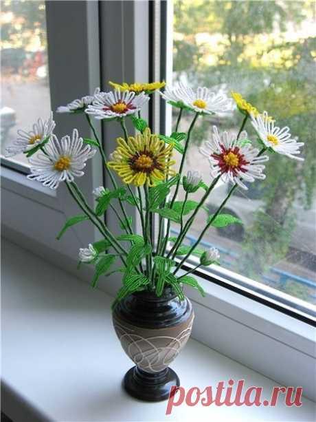 Цветы из бисера. Ромашки.
