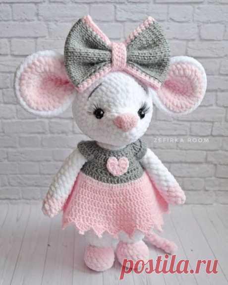 Какая милая вязаная мышка)