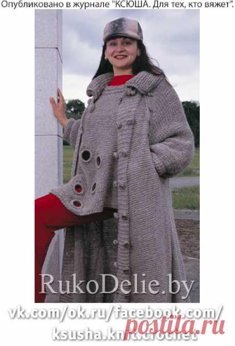 Расклешенное пальто из домашней пряжи
