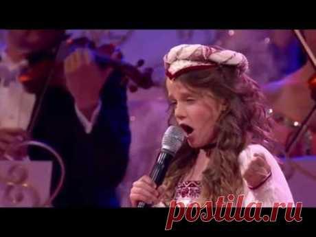 Она вышла на сцену и начала петь, в зале плакали