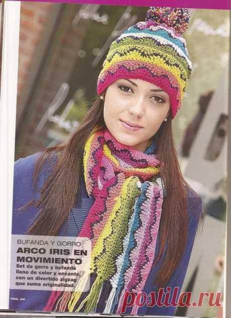 Модная шапка для девочки с помпоном из разноцветных зигзагов.