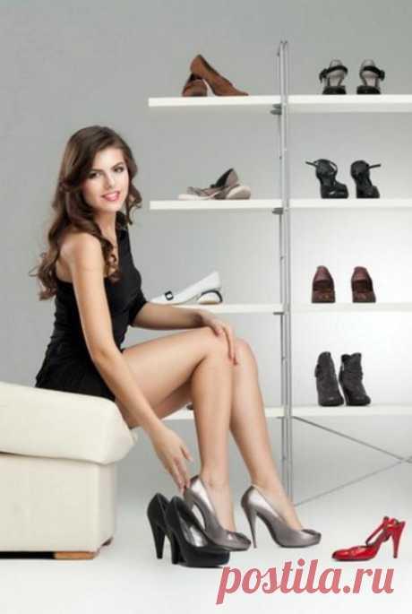 12 советов, как выбирать обувь, чтобы потом не мучиться и не жалеть Пожалуй, у каждой модницы в гардеробе можно отыскать пару обуви, которую она приобрела, а носить так и не смогла. Ведь в обувном магазина туфельки были впору, а дома стали нещадно давить. Чтобы избежа...