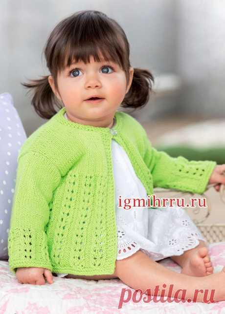 Для малышки 1-18 месяцев. Зеленая кофточка с ажурным узором. Вязание спицами для детей