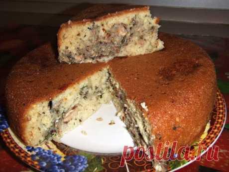 Пирог с картофелем и рыбными консервами в мультиварке.