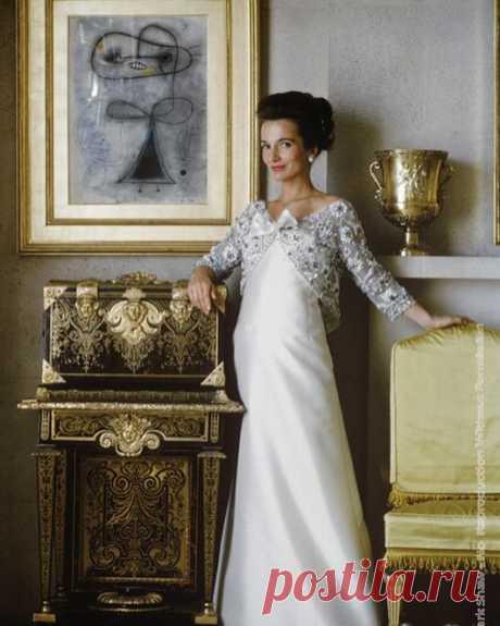 1960-х годах светская львица Ли Радзивилл, младшая сестра Жаклин Кеннеди считается отличной иконой стиля.