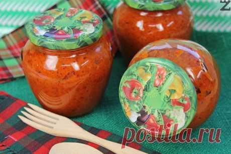 Лютеница » Zvezdev.com Как се прави традиционна лютеница с печени пиперки и домати. Класическа рецепта с чушки и доматено пюре