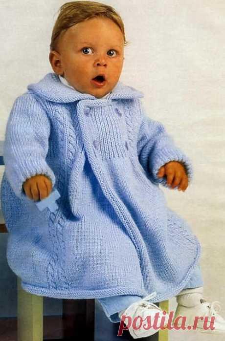 Вязаное спицами пальто детское. Схемы и описание | razpetelka.ru