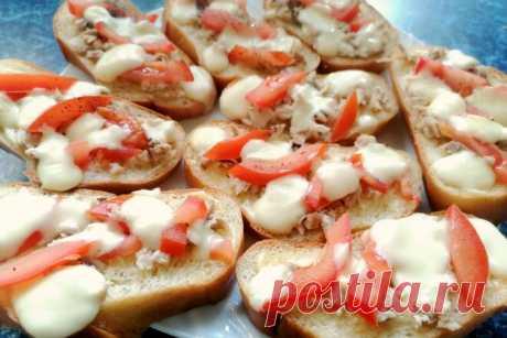 Горячие бутерброды с курицей и сыром сулугуни в духовке - Образованная Сова