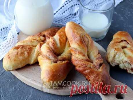 Булочки с корицей на кефире — рецепт с фото Мягкие и очень вкусные булочки с корицей, замешанные на кефире.