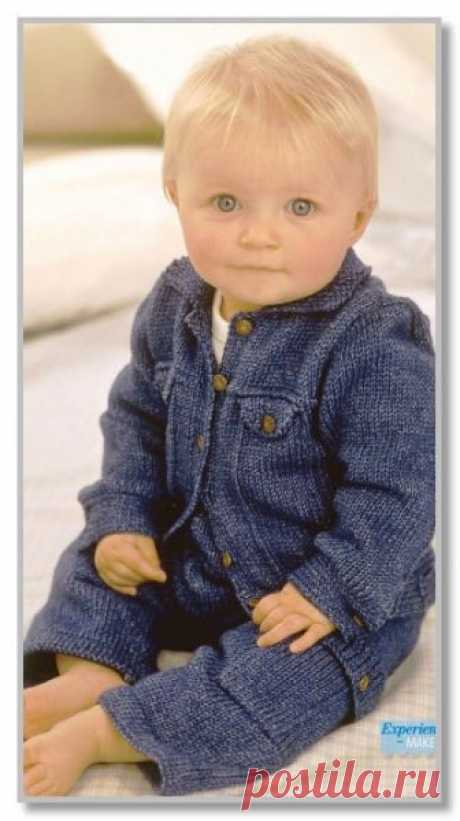 Вязание спицами детям от 0 до 3 лет. Описание детской модели со схемой и выкройкой. Джинсовый костюм: курточка и штанишки. Размеры: на 3-6 (6-9) (9-12) (12-18) месяцев