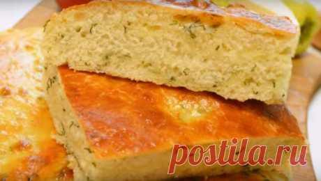 Ароматный хлеб-лепёшка с сыром и укропом - медиаплатформа МирТесен Ароматный хлеб с сыром и укропом можно приготовить в качестве дополнения к обеду или ужину. Он очень простой и быстрый в приготовлении. Вообще, домашний хлеб намного интересней покупного и, мы уверены, понравится вашим близким наверняка. Необходимые продукты тёплое молоко – 250 мл сахар – 1 чайная