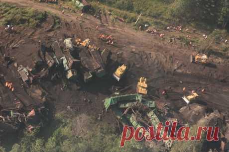 Los más accidentes que espantan sobre el ferrocarril, que han pasado en la URSS, Rusia y Ucrania (30 fotos) | el Diablo toma el Naufragio en la región de Cheliabinsk (2011). Han muerto 2 personas. La avería ha pasado el 11 de agosto de 2011 en la región Ashinsky de la región de Cheliabinsk, en algunos kilómetros de la ciudad Por esta, sobre una de las partes del ferrocarril De Kúibishev. A consecuencia de la dispersión del tren pesado de carga № 2707 hasta la velocidad de 136 km\/h, por razón de la renuncia de los frenos, él ha alcanzado el siguiente delante de carga poe...