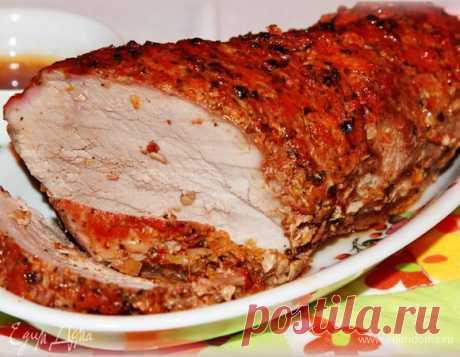 Запеченное свиное филе. Ингредиенты: свиное филе , перец розовый горошком, перец черный горошком