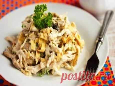Салат с курицей и омлетом. Вкусный и питательный