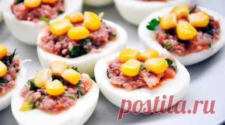 Los huevos rellenados: ¡la colación excelente no sólo a la Pascua! 16 tipos de los rellenos clásicos