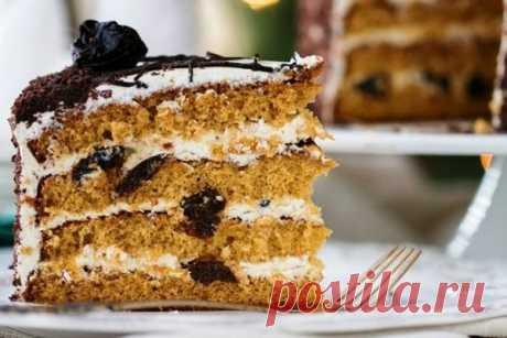 Медовый торт с черносливом и орехами в мультиварке. Бисквит:5 яиц1 стакан сахара6 ст. ложек меда1 ч. л. соды2-2.5 стакана муки (все стаканы 250 г)