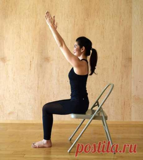 Как простые движения руками помогут укрепить брюшной пресс, при болях в спине. Выполняете упражнение, сидя на стуле | С фитнесом жизнь прекрасна | Яндекс Дзен