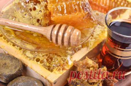 Чудо мази на основе пчелиных продуктов. Рецепты и применение Мази на все случаи жизни. Рецепты народной медицины. Эта мазь лечит много болезней: фибромы, мастит, гангрену, язвы (в том числе и трофические), ожоги, чирьи, нарывы, больные суставы, самые застарелые гаймориты, […]