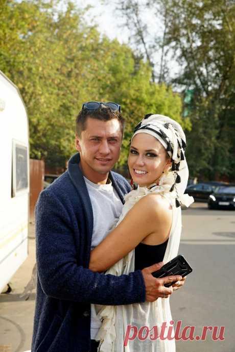 Павел Прилучный поддержал супругу на съемках сериала - Кино Mail.Ru