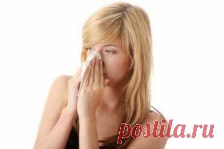 Болезнь, которая начинает развиваться после обычной простуды, вызывает сильные головные боли, одышку,воспаление в пазухах носовых. Особенно опасно, если гайморит начинает перерастать в гнойный и сопровождающийся повышенной температурой. При таком случае, рекомендуется не выходить из дома несколько дней. Эффективным лечением при гайморите является, прикладывание с боков носа мешочков с содержанием горячего песка и сваренные вкрутую яйца.