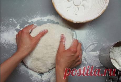 El pan casero sobre la levadura sin levadura | la escuela en línea con las recetas