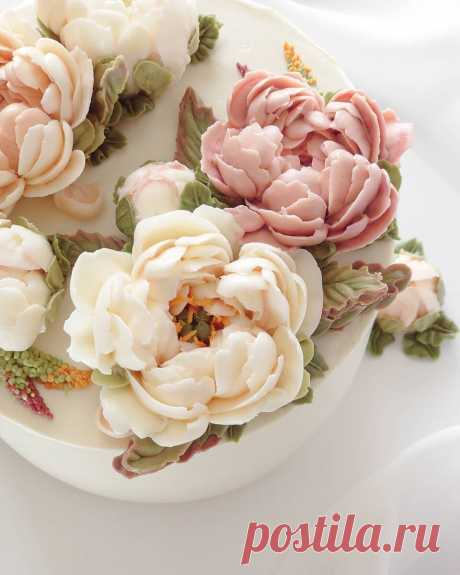 Сравнение заварного кремчиза и белково-масляного крема для кремовой флористики. Какой лучше для создания цветов?   Anise.Cake - кремовая флористика   Яндекс Дзен