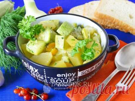 Тушеные кабачки с картошкой в мультиварке — рецепт с фото Рецепт тушеного овощного блюда в мультиварке. Гарнир готовится из молодых кабачков и картофеля.