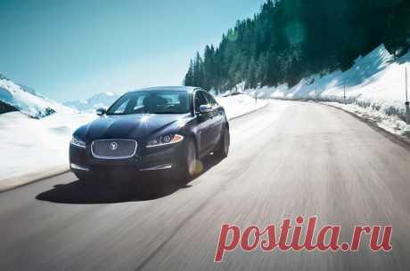 Jaguar Russia Вы не зависите от капризов погоды с системой полного привода Jaguar XF. При движении по сухой дороге система сама подает мощность на задний привод и автоматически переходит в зимний режим на скользкой заснеженной колее.