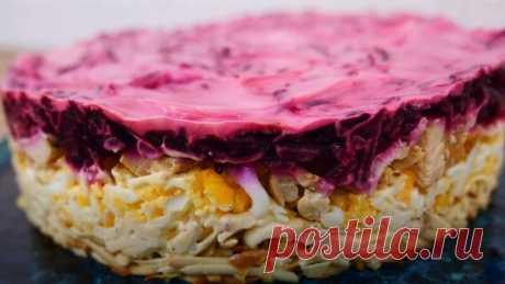 Салат из Свеклы и Курицы с Копченым Сыром Рецепт Салат из свеклы и курицы с копченым сыром оригинальный и вкусный рецепт. Салат очень сытный, нежный и необычайный.