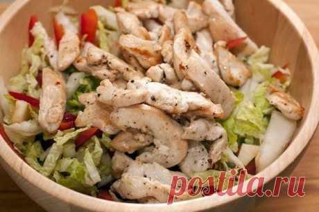Салат с куриной грудкой — вкусный и сбалансированный!