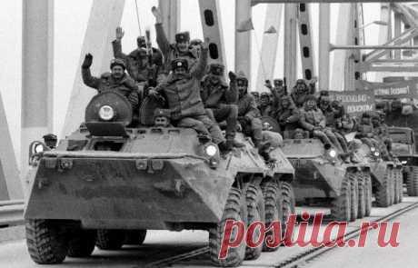 Что было бы, если бы советские войска не вступили в Афганистан? Афганская война длилась десять лет и, как считают многие историки, ускорила крах СССР и КПСС.