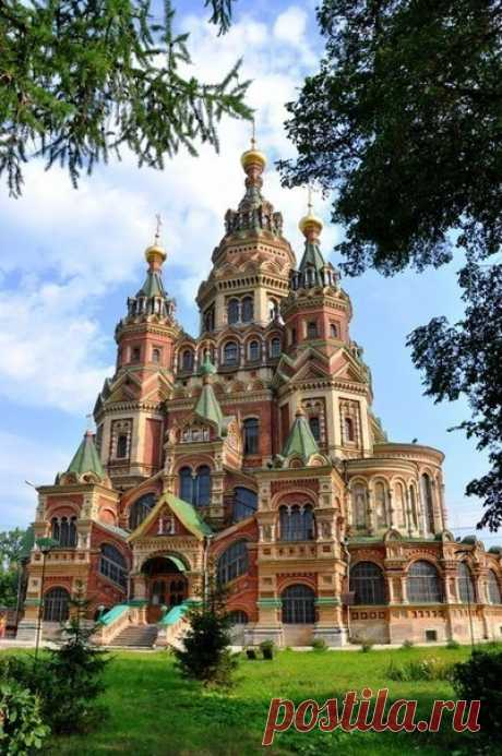Pyotr and Pavel's cathedral - the most beautiful temple in Peterhof.
