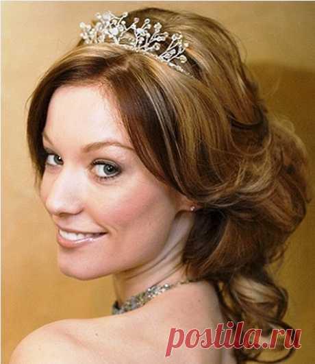Свадебные прически с диадемой (фото и видео)