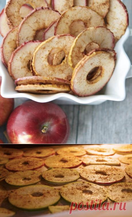 Вкусные альтернативы снекам - яблочные чипсы в духовке | ChocoYamma | Яндекс Дзен  Мои яблочные ломтики сочетают в себе массу отменных вкусов и ароматов золотой осени. Я люблю такие тоненькие, запеченные до хруста яблоки приправить имбирем и корицей. Корица подчеркивает особенный вкус осенних яблок, а терпкая острота имбиря делает их менее сладкими. Если вы не любите корицу, откажитесь от нее совсем или замените на другие пряности.