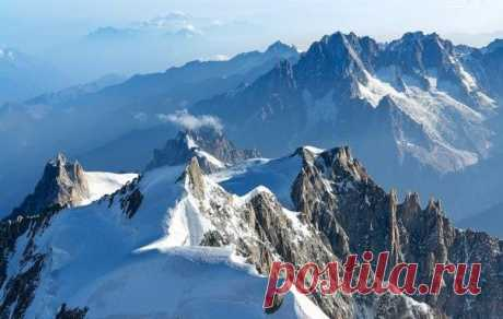 10 гор, на которые может подняться новичок - Мужской журнал JK Men's 1. Белуха, Алтай, Россия Говорят, Алтай является одним из самых мощных энергетических центров в мире. Гора Белуха для многих священное