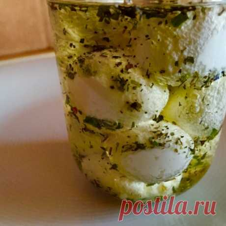 Вкусный сыр из йогурта с ароматными травами