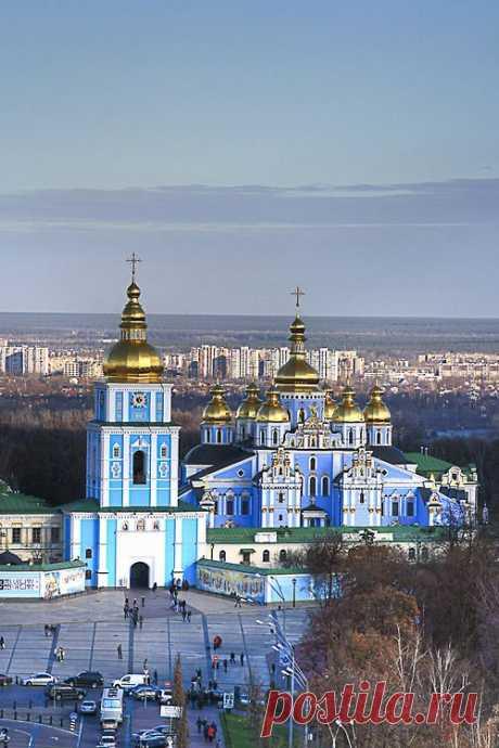St. Michael's Golden-Domed Monastery - Kiev - Ukraine (von… Amazing Places   |  Pinterest • Всемирный каталог идей