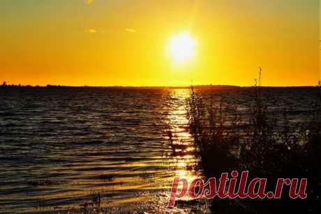 Солнце прощается с днем и рекой)))🌤🌄
