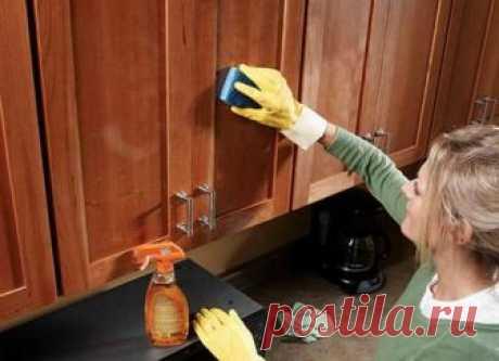 Чем отмыть жир на кухонных шкафах: советы, как просто отмыть кухоню от жира на шкафах Советы, как легче отмыть жир на кухонных шкафах. Самым важным советом по отмыванию жира будет не накапливать его. Куда проще протереть поверхность сразу после готовки, чем раз в неделю или месяц предаваться часовому отмыванию застывшего жира.