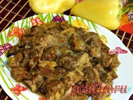 Печень, приготовленная в рукаве для запекания в духовке  А Вы пробовали готовить печёнку в рукаве для  запекания в духовке? Если нет, то обязательно приготовьте по этому рецепту. Печёночка получается очень сочной, нежнейшей, необыкновенно вкусной. А готовится ну очень просто!  Ингредиенты: Печень говяжья (но можно и свиную) Кефир - 1 стакан Крахмал - 1 ст.л. Яйцо - 1 шт. Специи, соль - по вкусу Лук - 1 шт. Чеснок - по желанию  Приготовление:  Печень отделяем от плёнки, мое...