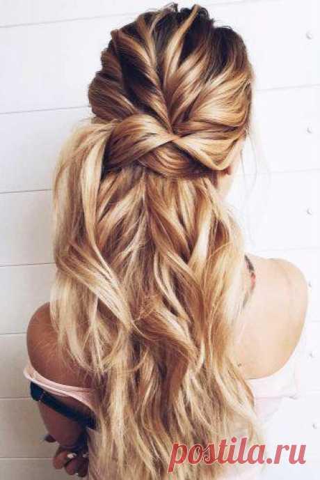 18 великолепных причесок а-ля «мальвинка» для длинных волос Среди большого многообразия причесок для длинных волос в последнее время наиболее популярна именно эта. Вспомните детство и прическу под названием «мальвинка», которую делали нам мамы – часть волос со...