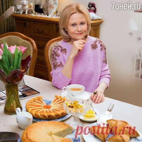 Рецепты от Дарьи Донцовой: скумбрия в банке, куриный рулет в пакете из-под молока и мясные кексы и томатный суп с фасолью и свининой .