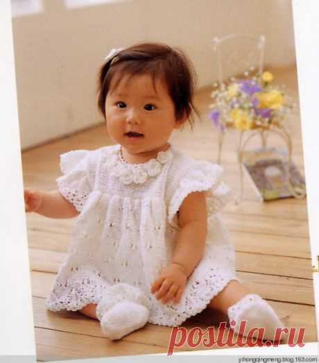Детское нарядное платье спицами