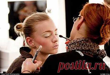 Как делать макияж?