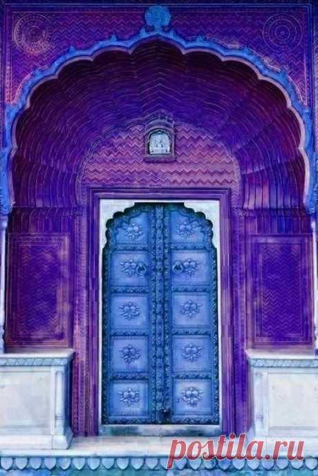 Удивительные двери в Индии