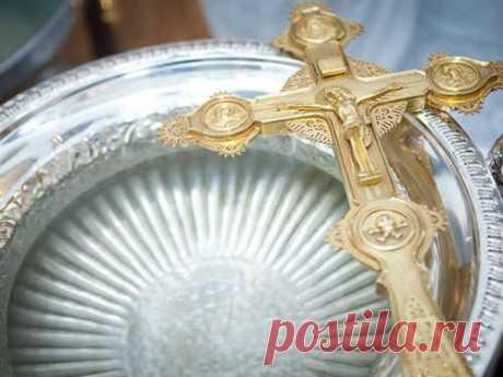 Когда набирать крещенскую воду  Одной из главных традиций Крещения является набор святой воды, которая в этот день обретает особые свойства. Набирать ее необходимо в строго определенное время.  Альтернативное название Крещения - Б…