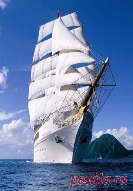 Корабль не тонет, когда он в воде. Он тонет, когда вода в нём. Не так важно, что происходит вокруг нас. Важно то, что происходит внутри нас!