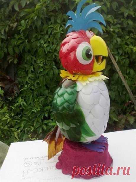Попугай Кеша из пластиковых бутылок